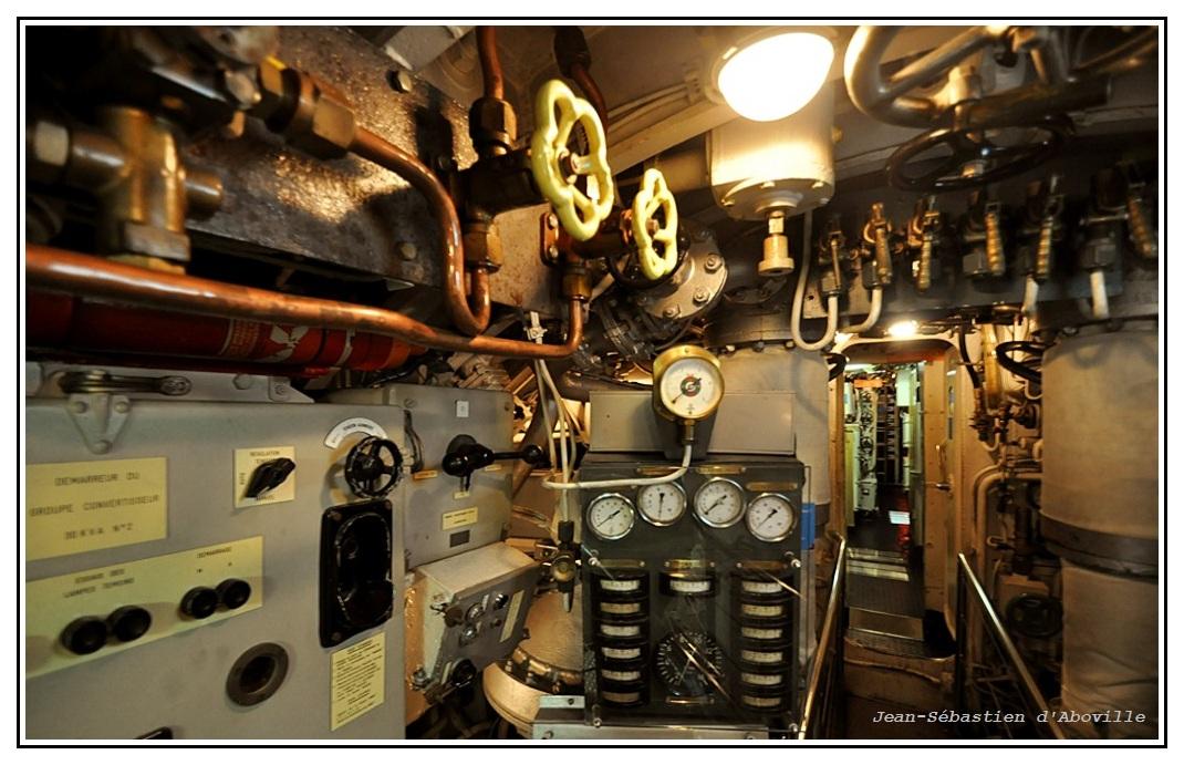 Sous-marin Argonaute - Salle des machines : les panneaux de commande
