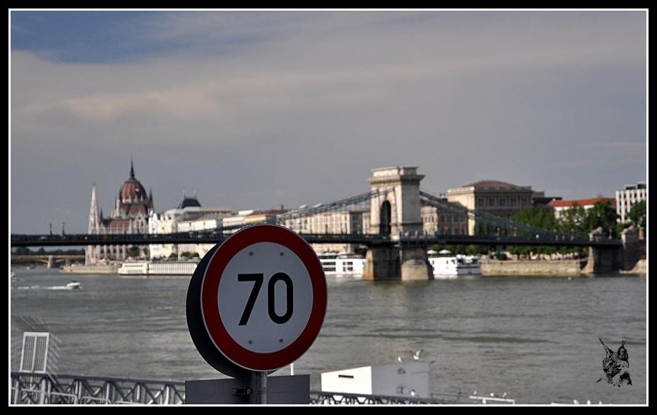 Budapest - Le pont aux chaines et le parlement