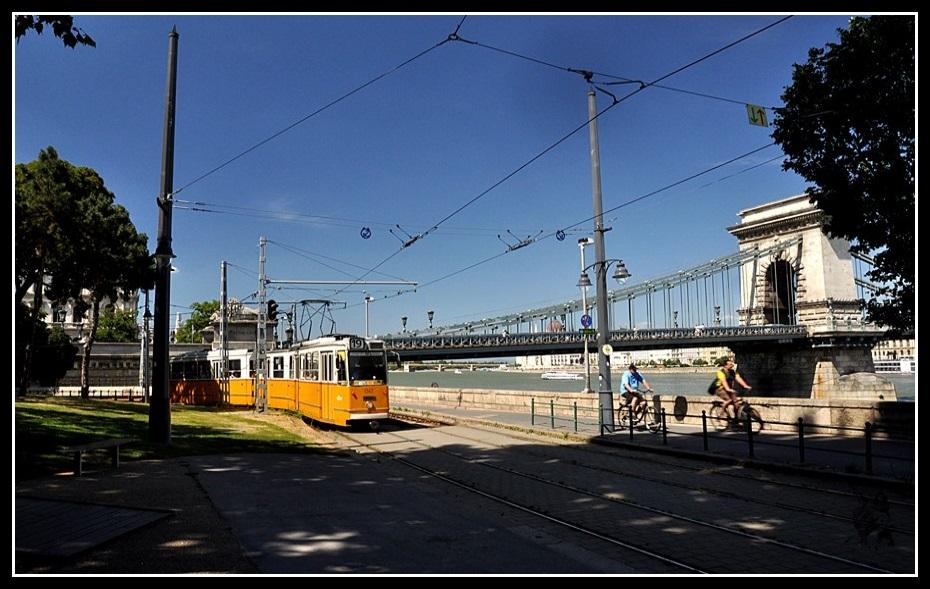 Budapest - Le tram et le pont aux chaines