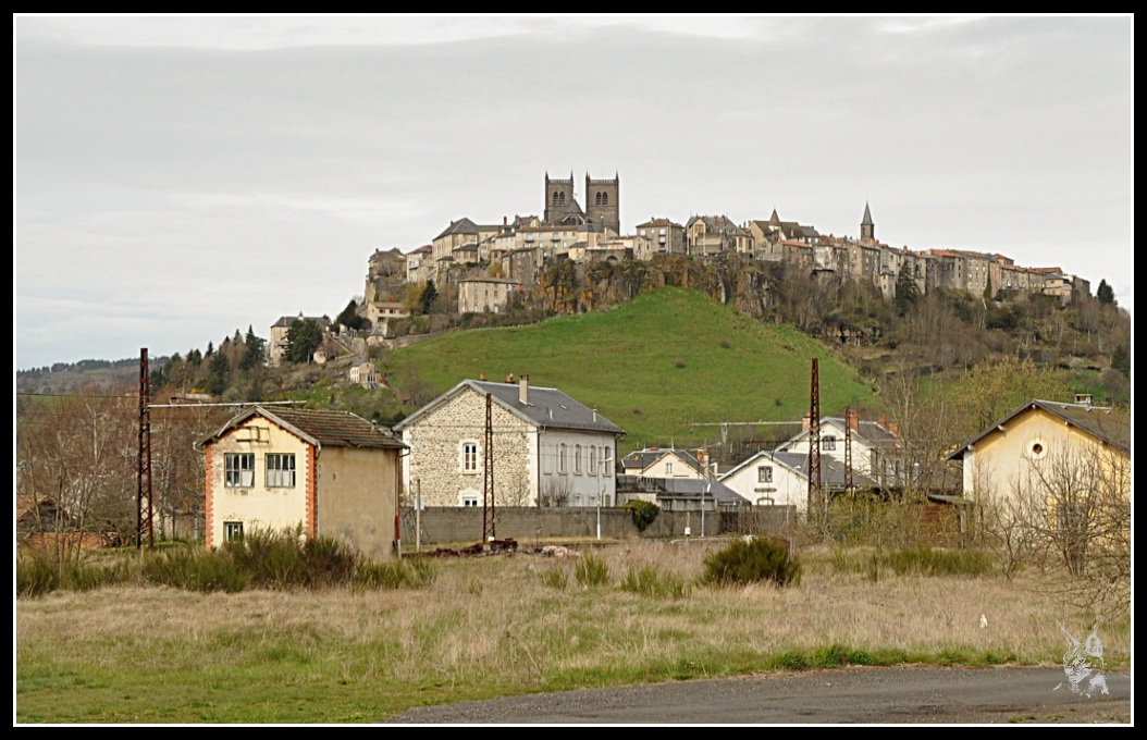 http://www.jeansebastiendaboville.com/2bgal/img/causses/saint-flour-ville-haute_GF.jpg