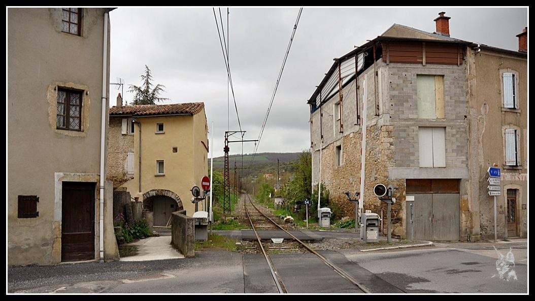 Ligne des Causses - Saint Rome de Cernon, le train dans la ville