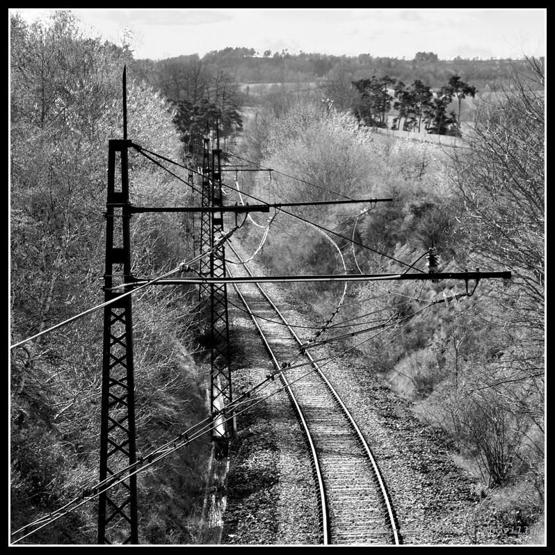 La ligbe des Causses - Détails de la caténaire inclinée Midi