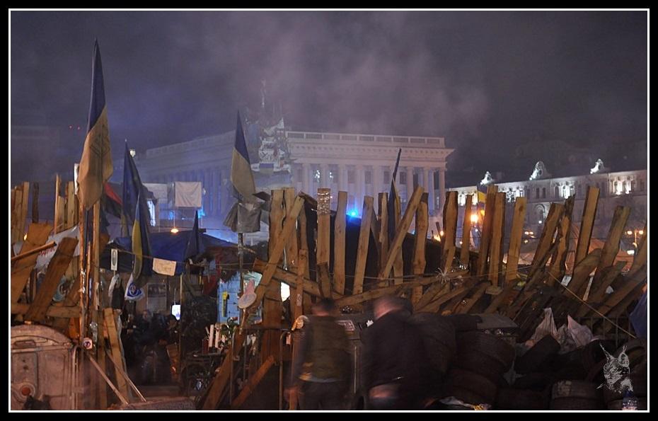 Kiev - revolution de 2014 Euromaidan. Place de l'indépendance, Barricades avant et après les émeutes