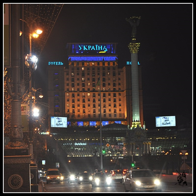 Kiev - La place de l'indépendance (Maidan Nézalejnosti), de nuit, en 2011