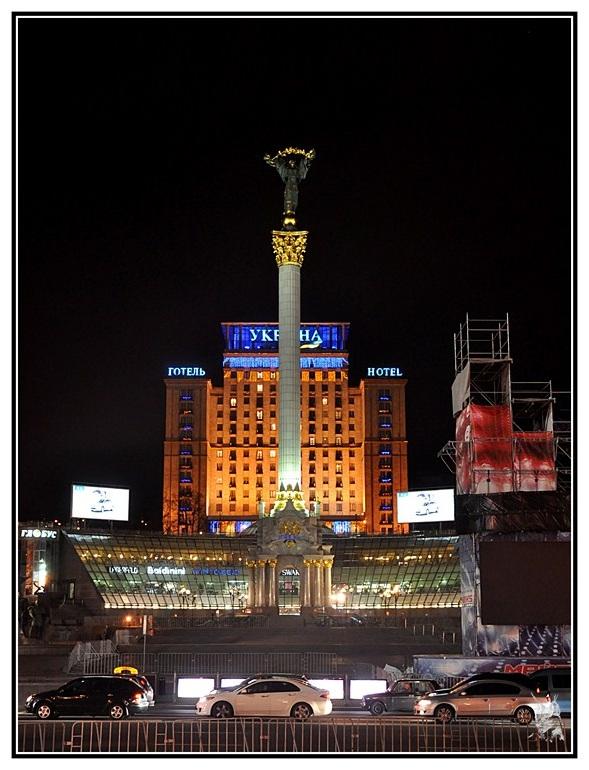 Kiev, Ukraine - Place de l'indépendence la nuit - Maidan
