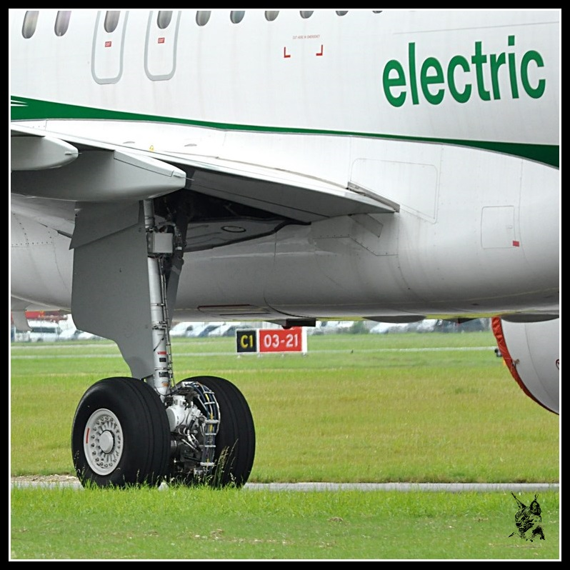 Salon du Bourget Paris Airshow 2013 - Electric Green Taxiing System (EGTS) de Safran et Honywell