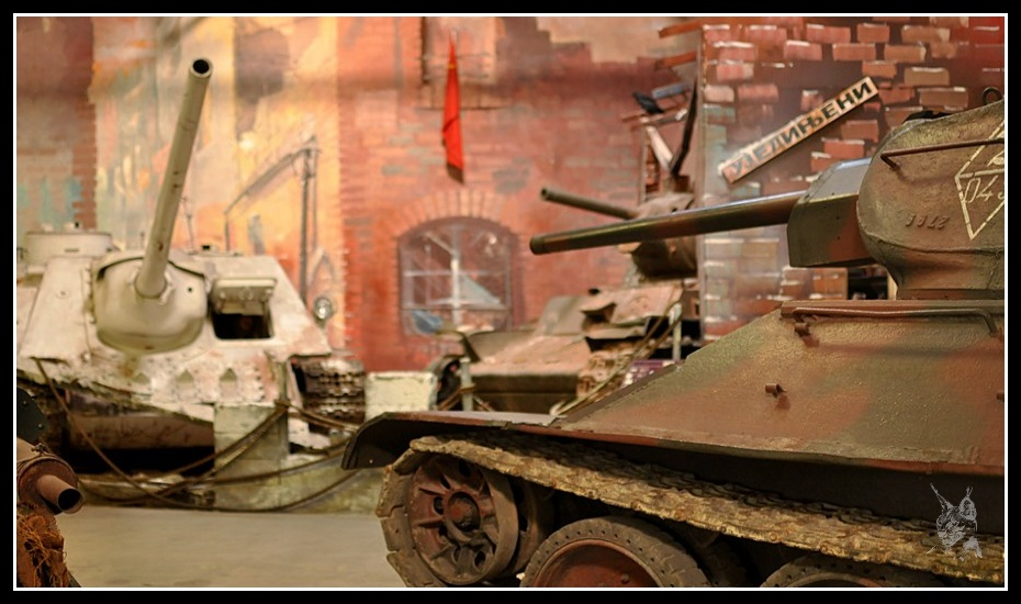 Musée des blindés de Saumur - Char T-34 et canon SU100 Soviétique