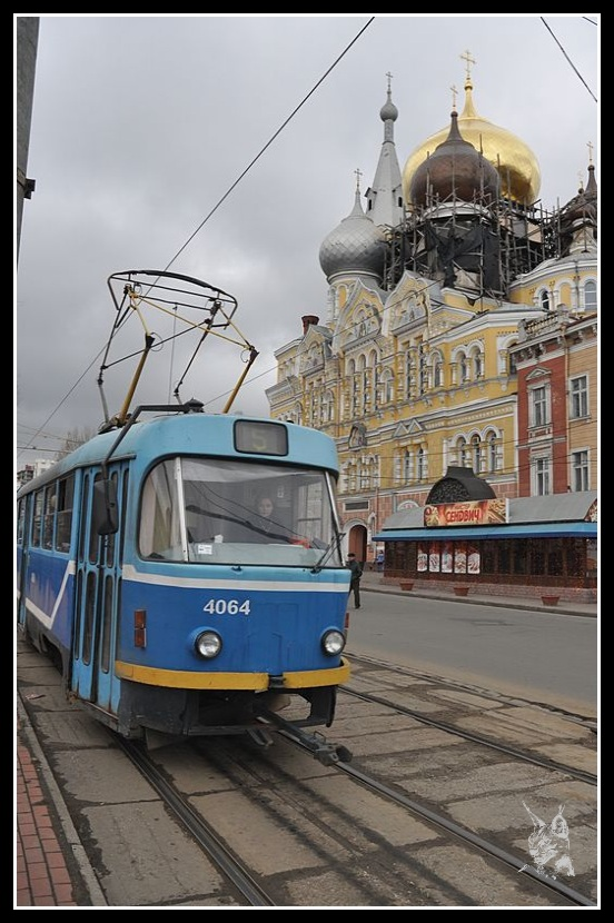 Ukraine - Odessa. Le tramway devant l'église Panleleymonivsky
