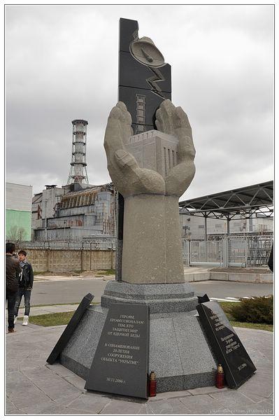 Le monument aux liquidateurs de Tchernobyl, a proximité de la centrale